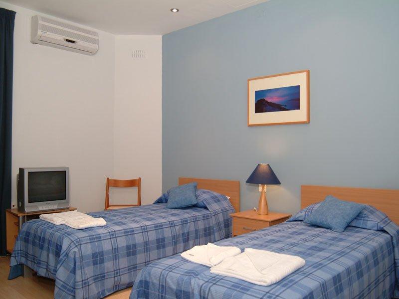 English-courses-in-St-Julian's-hostel-bedroom