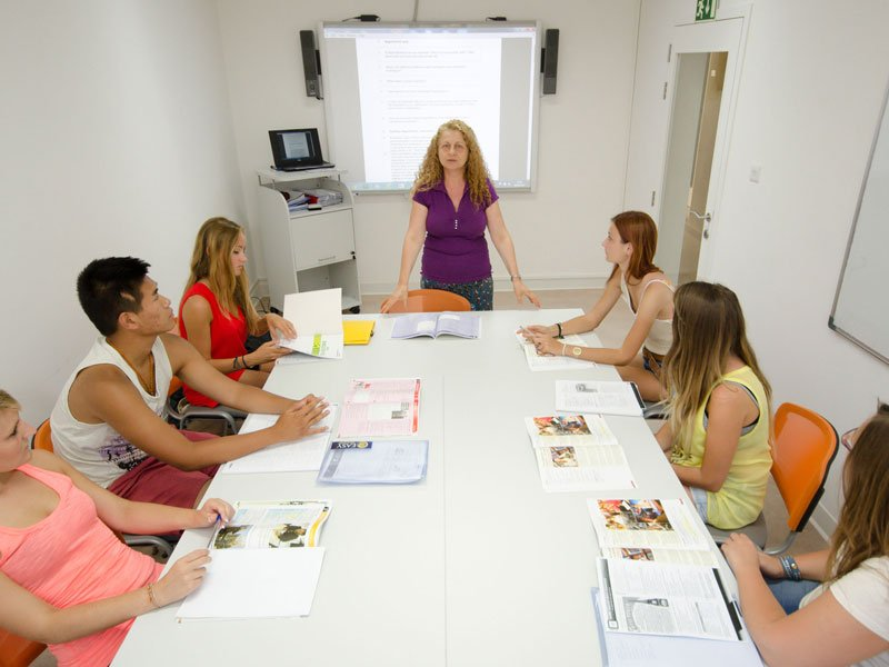English-courses-in-Valletta-classroom